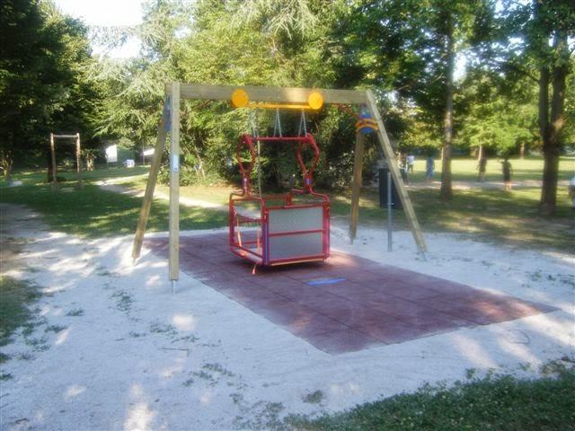 Sant'Arpino, giostrine per disabili nei parchi