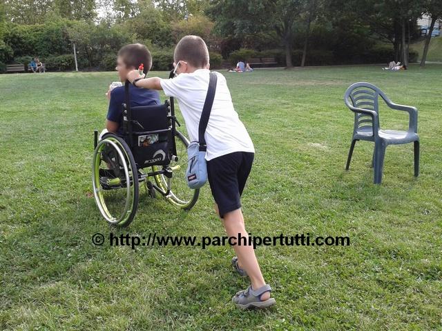"""Un parco giochi """"inclusivo"""" non è fatto di giostrine per disabili"""