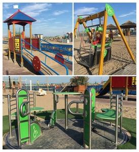 Bibione spiaggia con giochi inclusivi