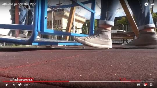 Vibo, l'altalena spezza-gambe terrore dei giardinetti