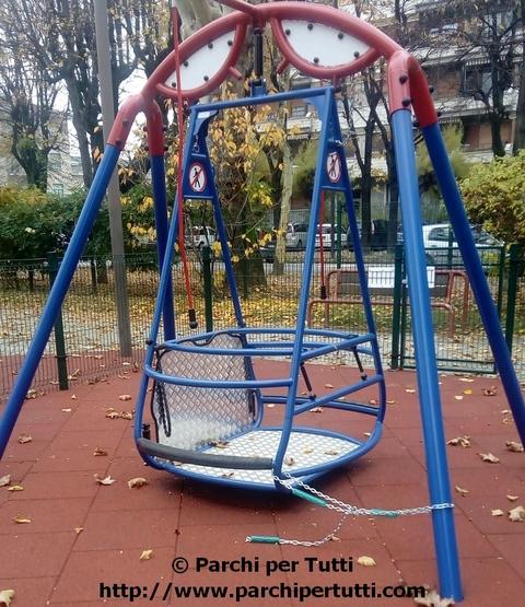 Altalena disabili, sicurezza e inclusione